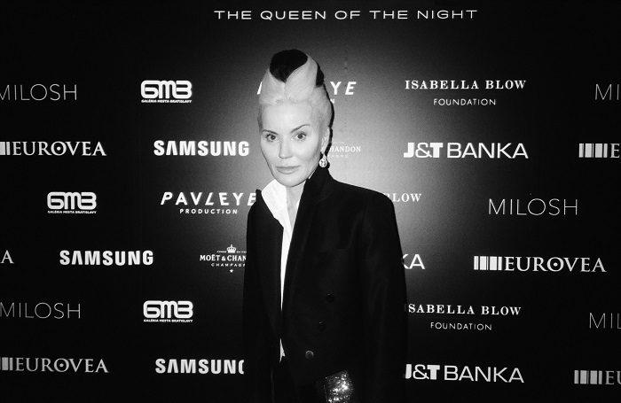 Svetová módna ikona DAPHNE GUINNESS vystavuje v Bratislave