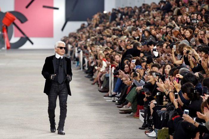Opustila nás legenda módneho priemyslu Karl Lagerfeld
