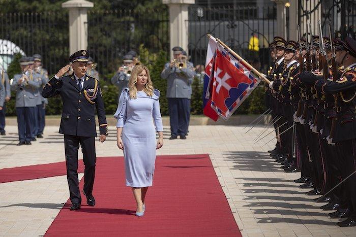 Slovensko má pôvabnú a štýlovu prezidentku
